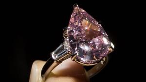 Seltener Diamant für mehr als 16 Millionen Euro versteigert