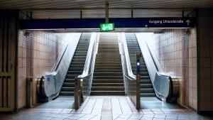 Die Bahnstation als Hindernis-Parcours