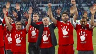 Carlo Ancelotti feiert mit seiner Mannschaft die 27. Meisterschaft des FC Bayern.