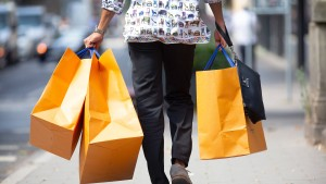Verbraucherlaune steigt trotz Rezessionsgefahr