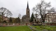 Grundsaniert: Auf dem Peterskirchhof begruben die Frankfurter viele hundert Jahre lang ihre Toten.