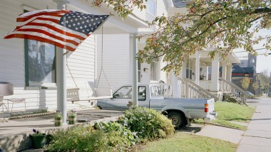 Parteipräferenzen: Was sagen Fahne, Auto und Schaukel über die politische Vorlieben der Bewohner dieses Hauses in Iowa?