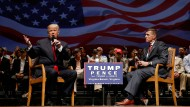 Donald Trump bei einem Wahlkampfauftritt mit Generalleutnant Michael Flynn