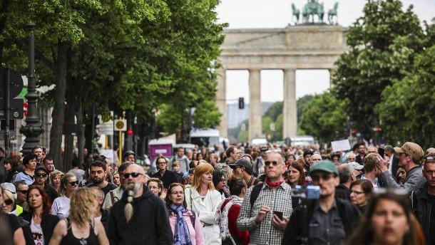 Demonstrationen: Berlin hebt Teilnehmer-Begrenzung auf