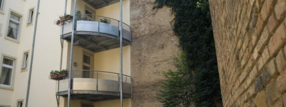 balkon schrebergarten in luftiger h he wohnen faz. Black Bedroom Furniture Sets. Home Design Ideas