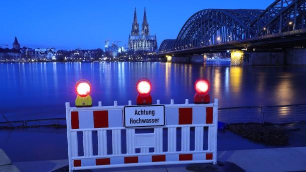 Wasserstand im Rhein soll weiter ansteigen