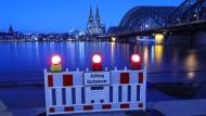 Hochwasser im Rhein am Kölner Dom