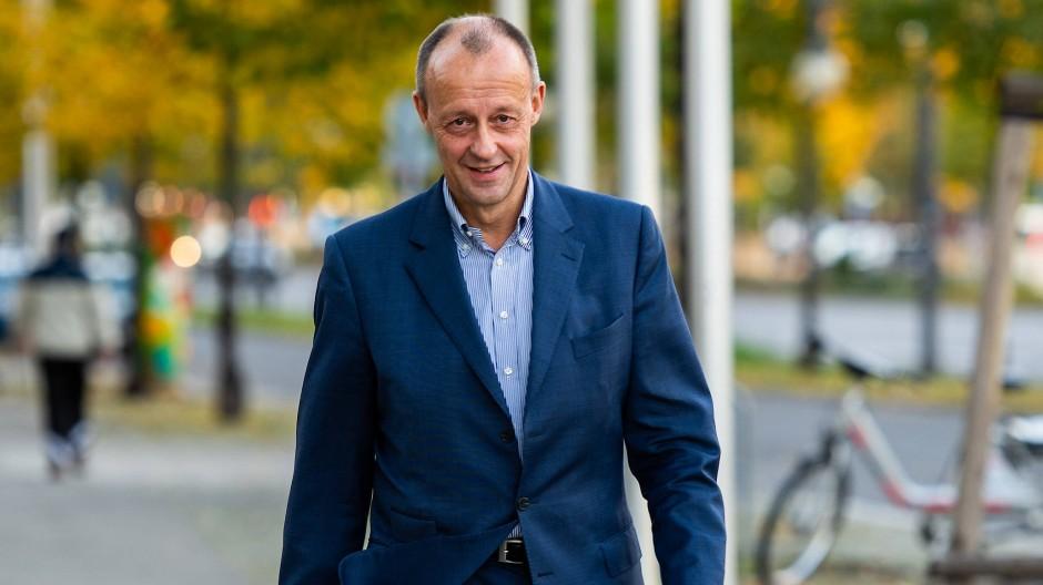 Friedrich Merz in Berlin am Sonntag auf dem Weg zu den Beratungen über den CDU-Parteitag.