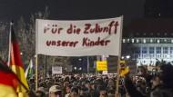 15.000 Anhänger bei Pegida in Dresden