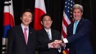 Vereint gegen Nordkoreas Atomwaffenprogramm: Die Außenminister von Südkorea (Yun Byung-se), Japan (Fumio Kishida) und Amerika (John Kerry)