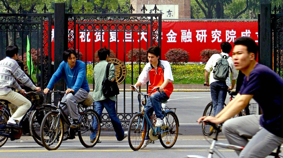 Eingangsportal der Fudan-Universität in Schanghai