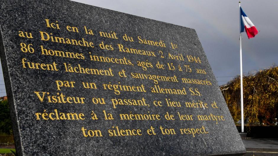 In Ascq wird mit einer Platte an die Toten des Massakers gedacht.
