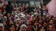 Auch für sie wäre eine Waffenruhe dringend notwendig: syrische Kinder in einem unterirdischen Vergnügungspark in Damaskus, der sie vor Bombardierungen schützen soll