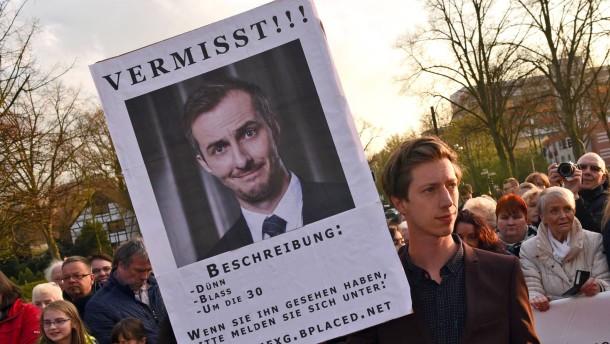 Böhmermann steht im Mittelpunkt
