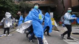 Hunderte Studenten ergreifen die Flucht