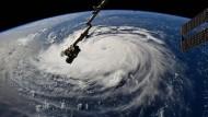 Derzeit wird Florence als Hurrikan der vierten Kategorie eingestuft – doch der Wirbelsturm könnte noch auf die Höchststufe 5 hinaufgesetzt werden.