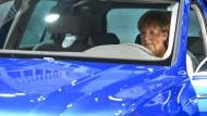 Dank Diesel-Skandal auch kein uneingeschränkt schöner Termin mehr für Merkel: der traditionelle Besuch der Internationalen Automobilausstellung, hier 2015.