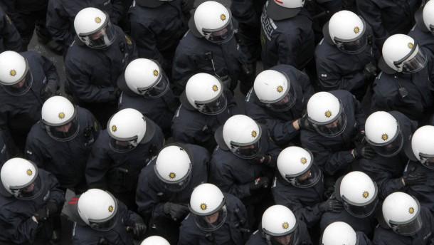 """FAZ.NET-Thema: Polizei: """"Bei Messerstechereien steige ich mit gezogener Waffe aus"""""""