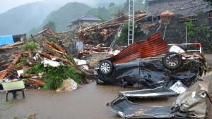 Dutzende Tote nach schweren Unwettern