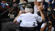 Großer Jubel für den Geheilten: Ermando Armelino Piveta bei seiner Entlassung aus dem Krankenhaus in Brasilia.