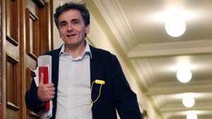 Der Mann mit Stofftasche und Che-Guevara-Plakat