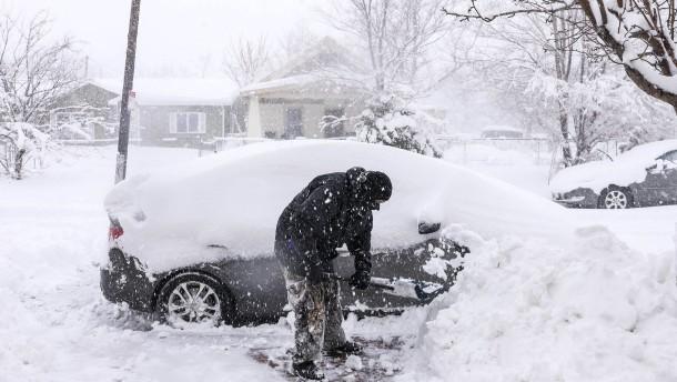Heftiger Wintereinbruch im Westen der Staaten
