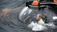 Wladimir Putin taucht mit U-Boot vor der Krim ab