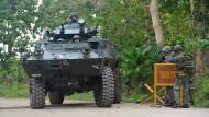 Im Kampf gegen Abu Sayyaf richten philippinische Soldaten Checkpoints ein.