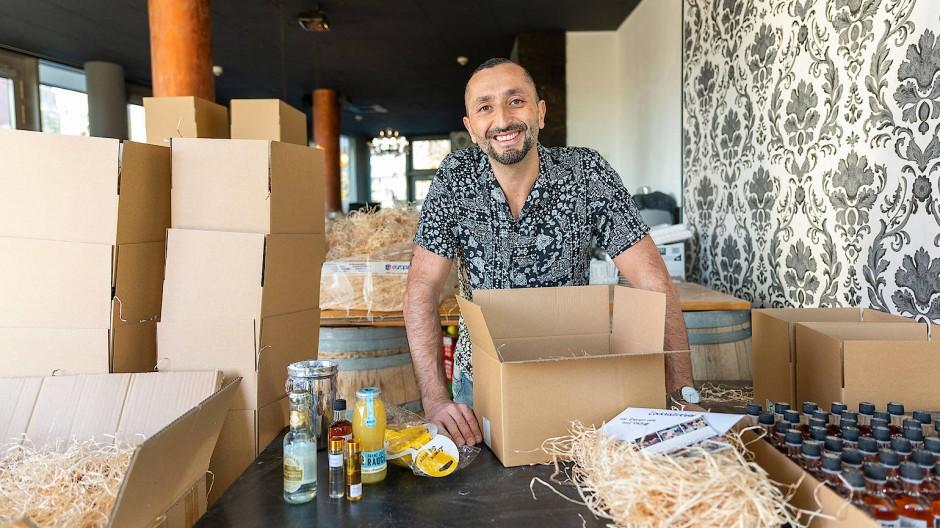 Fest gerettet: Barbesitzer Tony Oliviero mixt Cocktails nicht mehr selbst, sondern verschickt Zutatenpakete.
