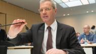 Der ehemalige Bundesumweltminister Norbert Röttgen sagt heute als Zeuge zur umstrittenen Biblis-Stilllegung aus.