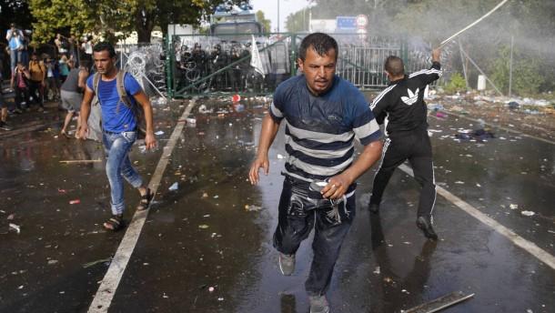 """Serbien wirft Ungarn """"brutales Vorgehen"""" vor"""