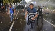 Tränengas und Wasserwerfer gegen Flüchtlinge