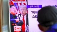 Ein Mann in Südkorea verfolgt ein Nachrichtenprogramm über den Konflikt zwischen Amerika und Nordkorea