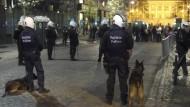 Polizisten vor dem türkischen Konsulat in Brüssel