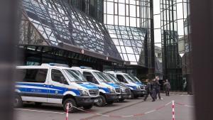 Deutsche-Bank-Chef stellt sich vor Mitarbeiter
