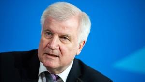 Seehofer warnt vor größerer Flüchtlingswelle als 2015