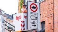 Im Mai 2018 wurden die Fahrverbotsschilder in Hamburg aufgehängt. Werden sie jetzt bald schon wieder abgehängt?