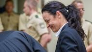 Im November 2011 hat der Bundesgerichtshof Haftbefehl gegen die mutmaßliche NSU-Terroristin  Beate Zschäpe erlassen (hier im September 2013 im Gerichtssaal in München).