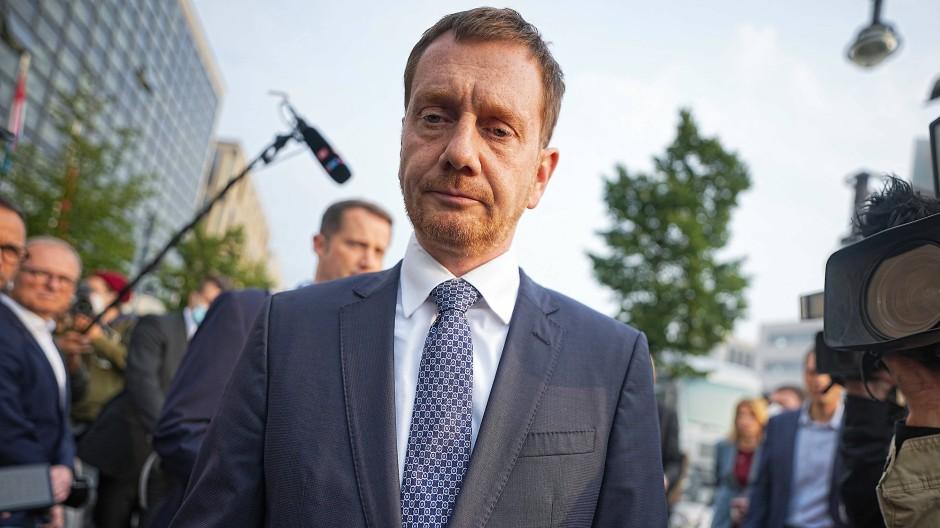 Sieht den Auftrag zur Regierungsbildung nicht bei der Union: Sachsens Ministerpräsident Michael Kretschmer kritisiert die eigene Parteiführung.