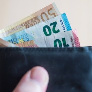 Klar ein Studium bietet mehr als gute Gehaltsaussichten, aber Hand aufs Herz: Was verdienen Wirtschaftswissenschaftler denn nun?