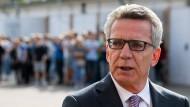Bundesinnenminister Thomas de Maizière (CDU) Anfang September bei einem Besuch der Gedenkstätte im ehemaligen Stasi-Gefängnis Berlin-Hohenschönhausen