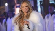 """""""All I Want For Christmas Is You"""" von Mariah Carey ist die Nummer eins der Billboardcharts, hier ist Carey bei der Silvesterfeier auf dem Times Square 2017 zu sehen."""