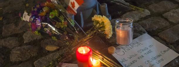 Kerzen und Blumen für den getöteten Soldaten