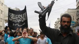 Tausende Kämpfer strömen nach Syrien