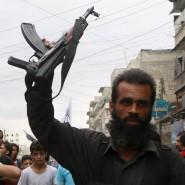 Ein Kämpfer der Nusra-Front bei einer Demonstration in Syrien