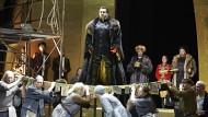 Boris Godunow (Shavleg Armasi) tritt sogar die Ikonen mit Füßen