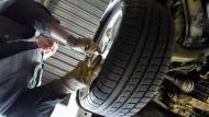 Werkstätten klagen über Kostendruck der Autoversicherer