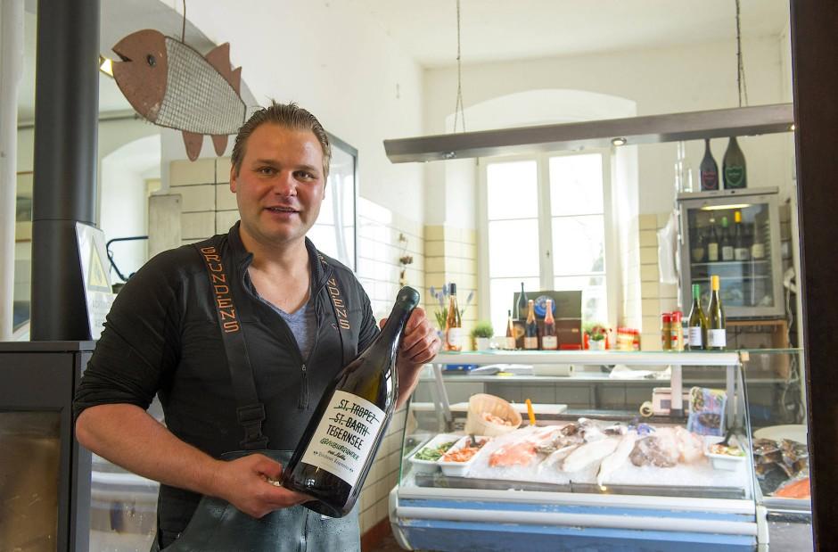 Christoph von Preysing, der Fischer vom See. Nirgendwo in der Republik wird mehr Champagner pro Quadratmeter konsumiert als an seiner Theke.