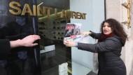 Umstrittene Saint Laurent-Plakate in Paris abgehängt