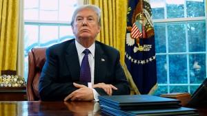 Trump, an absurd spectacle
